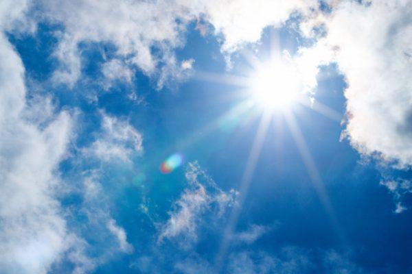8月、夏の太陽