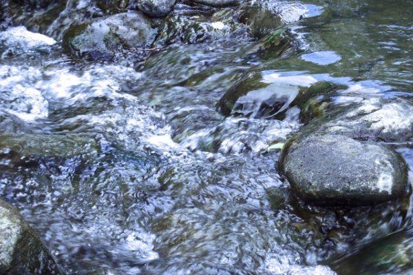 川のせせらぎ風景